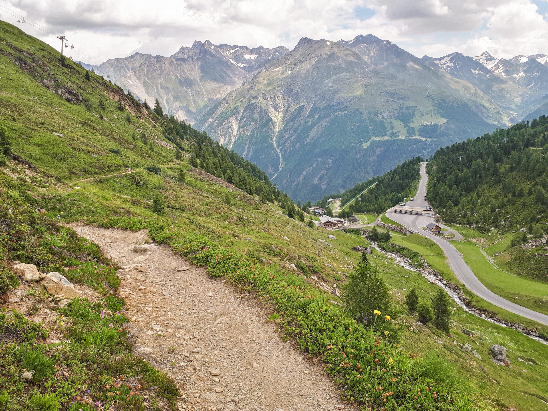 Дорога к ледникам Rettenbach и Tieffenbach и пункт взимания платы